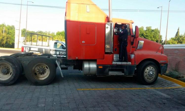 Viven transportistas una jornada negra