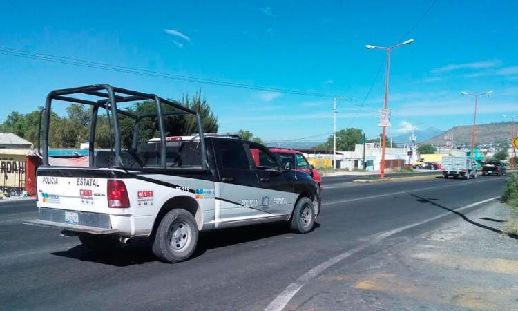 Bloquean carretera para robar camioneta
