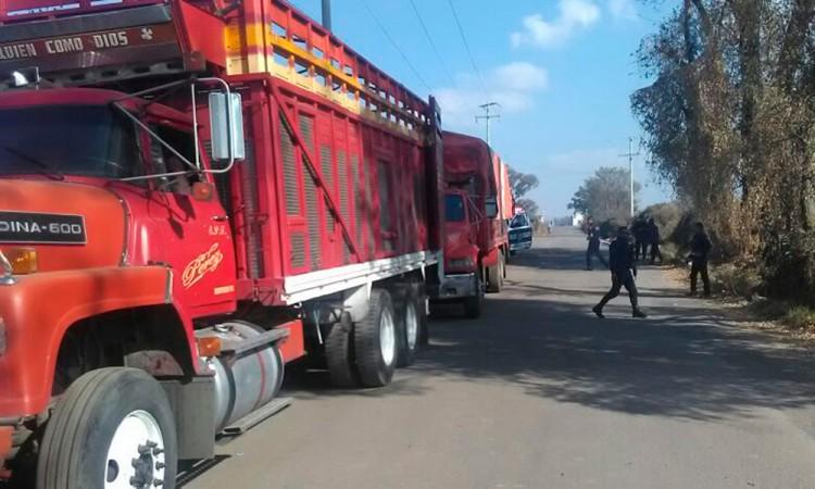 Recuperan dos camiones