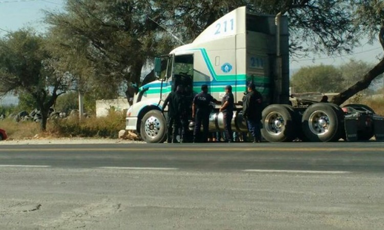 Localizan tractocamión hurtado en Tecamachalco