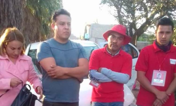Detienen a supuestos funcionarios por recoger tarjetas Bansefi