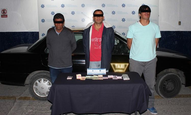 Arrestan a 5 por atracar negocios