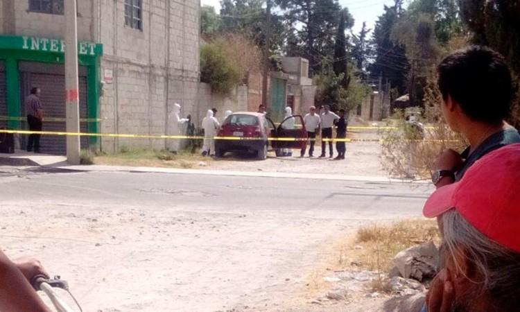 Mujer hallada dentro de automóvil pereció por broncoaspiración