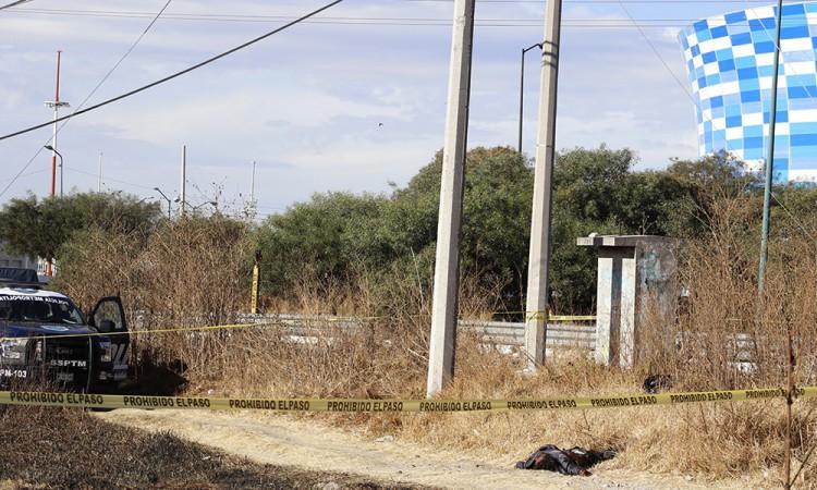 Hallan dos cadáveres frente al estadio Cuauhtémoc
