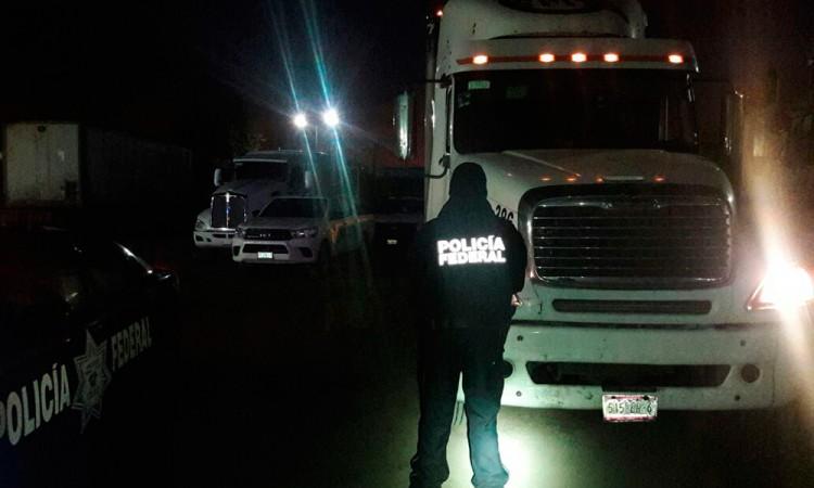 Frustran el robo de camiones con mercancía