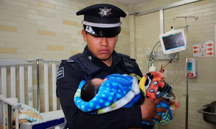 Rescatan a recién nacido abandonado