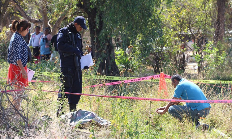 Hallan cadáver de mujer en Tecamachalco