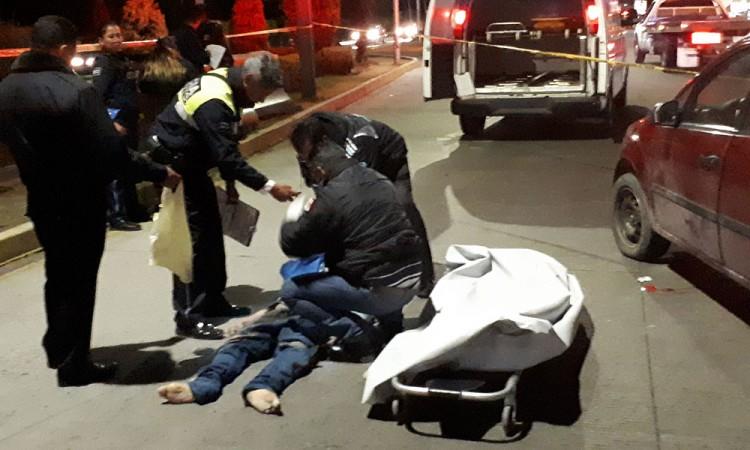 Toreaba a los coches en bulevar Hermanos Serdán… y perdió