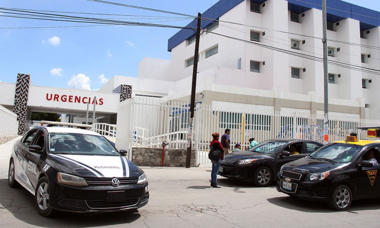 Tunden a pareja en San Baltazar Tetela; fallece chavo