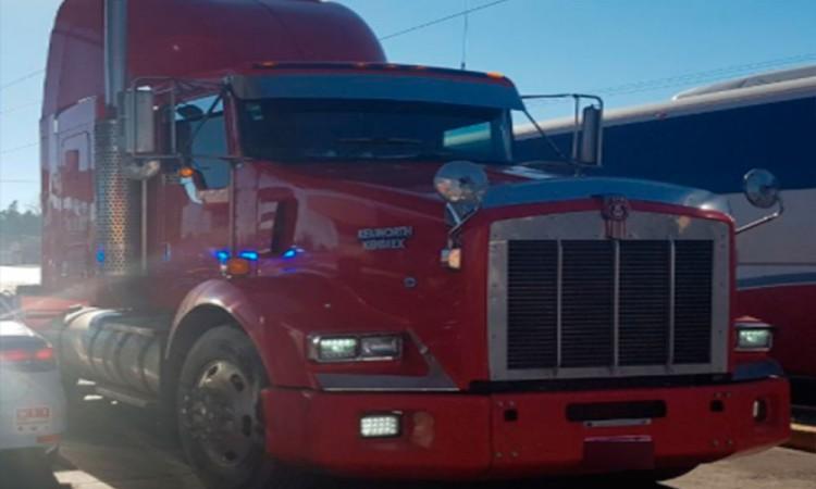 Tras robar camión en Veracruz, lo agarran en Amozoc