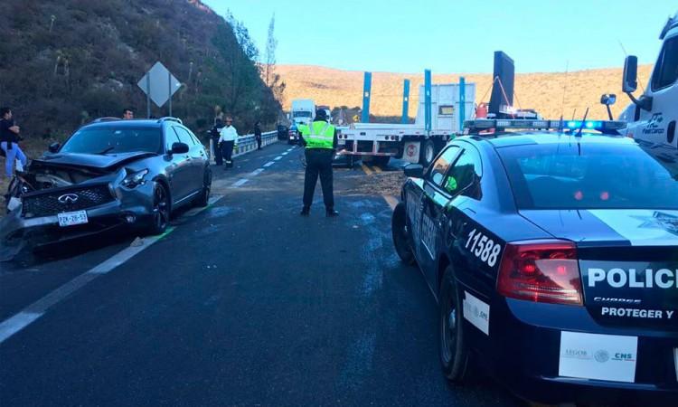 Paralizan choques autopista
