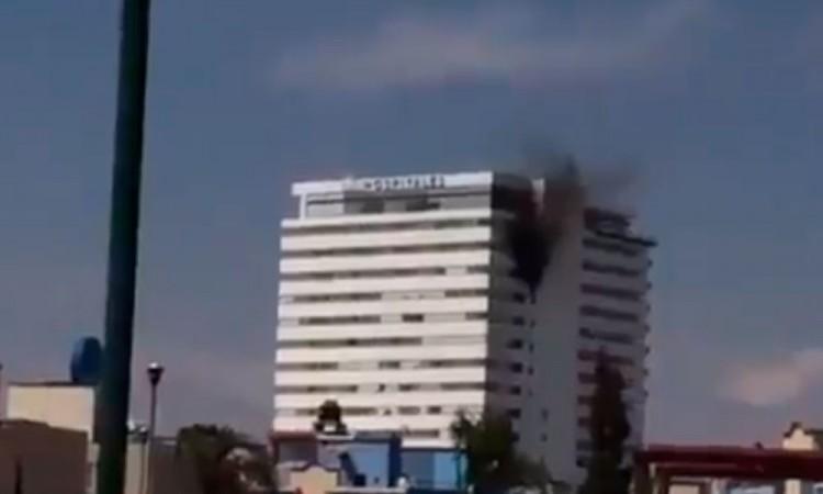 Sofocan incendio en Torres Médicas de Angelópolis