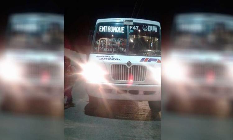 Grupo de mujeres asalta a pasajeros de la ruta Amozoc