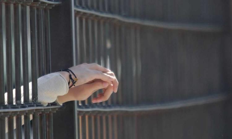 Dan internamiento a menor acusado de secuestro
