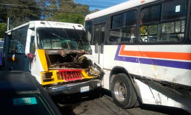 Choque entre dos rutas deja 15 lesionados en las Maravillas