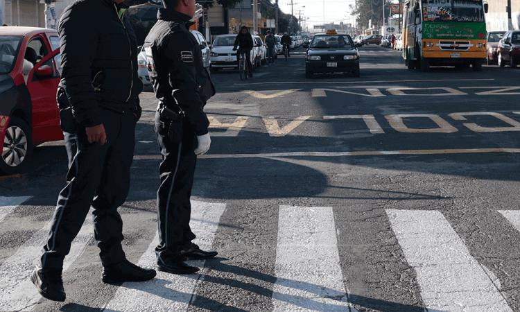 Detienen a policías extorsionadores en Amalucan