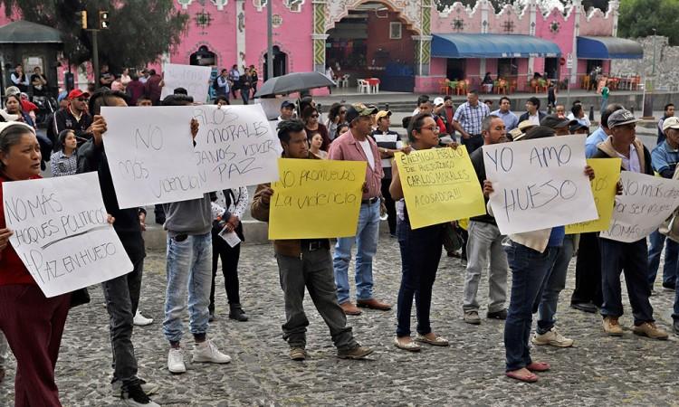 Se manifiestan pobladores de Huejotzingo en Casa Aguayo