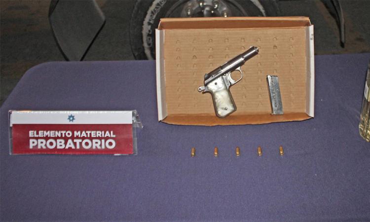 Detienen a pareja por posesión ilegal de arma de fuego en San José del Conde