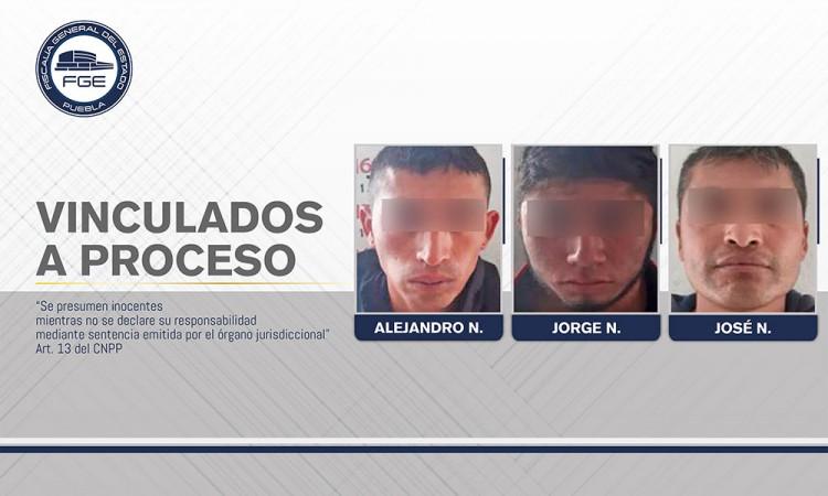 Detienen a dos por robo de vehículo con mercancía en Lafragua