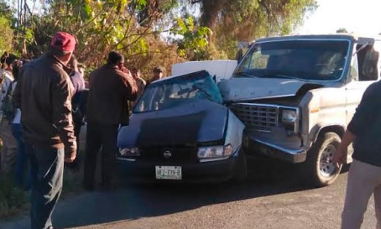 Choque lateral deja tres heridos en La Colorada