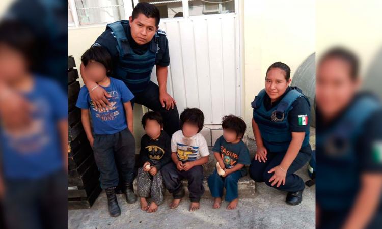 Policías salvan a cuatro pequeños durante un incendio en Puebla