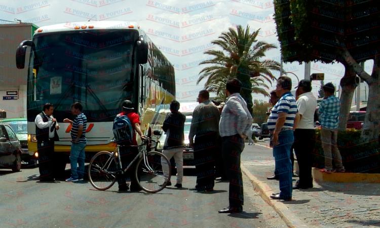 Agreden a conductor de AU en Tecamachalco