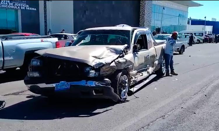 Camionetas chocan de frente a CIS de Ciudad Serdán; 2 heridos
