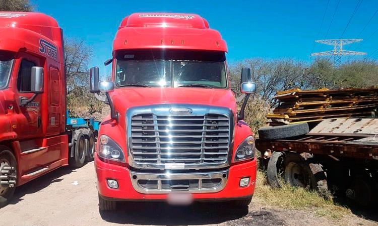 Recuperan cuatro de seis tractocamiones robados en Huejotzingo