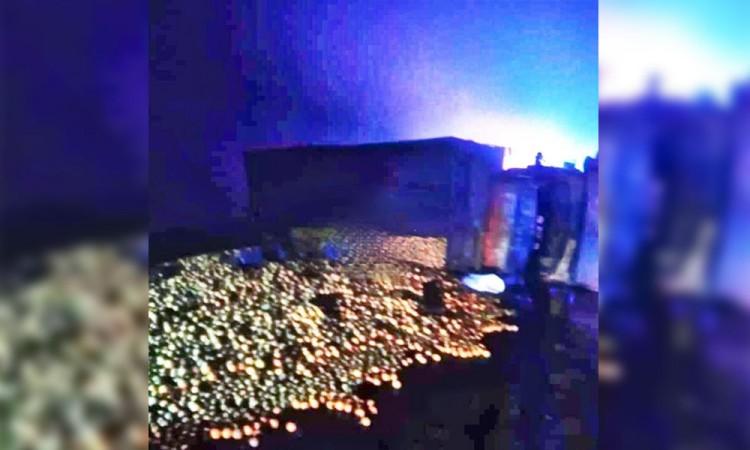 Vuelca camión cargado de naranjas en Hueytamalco