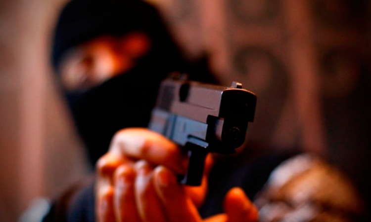 Detienen a dos sujetos por asalto a un transeúnte en Tepeaca