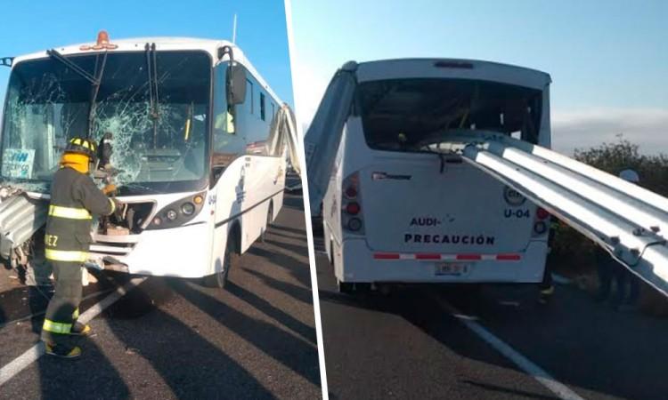 Barra de contención atraviesa autobús Audi; hay 5 heridos