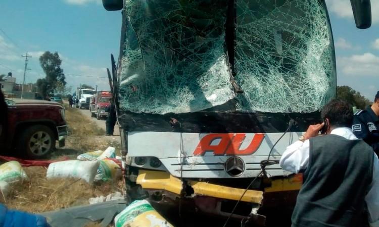 Intento de asalto provoca accidente contra autobús AU