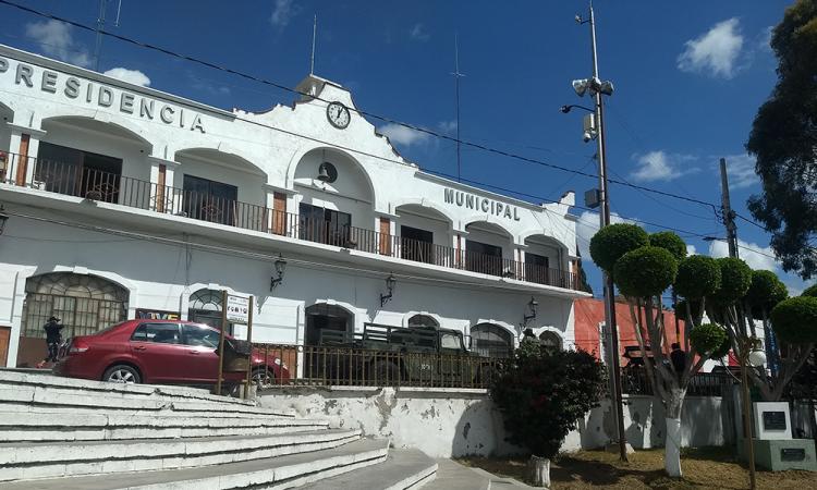 Roban camioneta ¡afuera de la Presidencia de Tecamachalco!