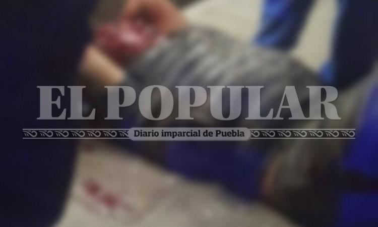 Detienen y golpean a dos presuntos delincuentes en Amozoc