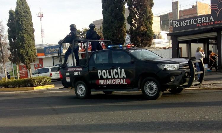 Detienen a dos y recuperan camioneta en Tecamachalco