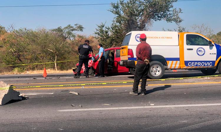 Accidente vehicular sobre carretera Izúcar de Matamoros-Atlixco deja un muerto