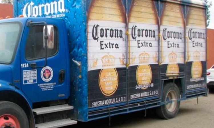 Asaltan a conductores de camión cervecero en Izúcar