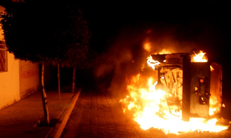 Intentan linchar a presuntos homicidas de futbolista de Tehuacán