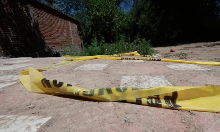 Encuentran encobijado y mutilado tirado en Izúcar de Matamoros