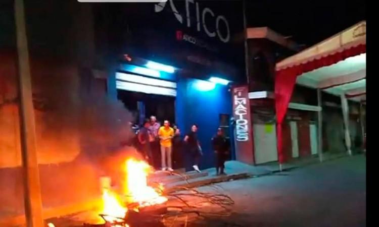 Habitantes de Altepexi intentaron quemar un bar