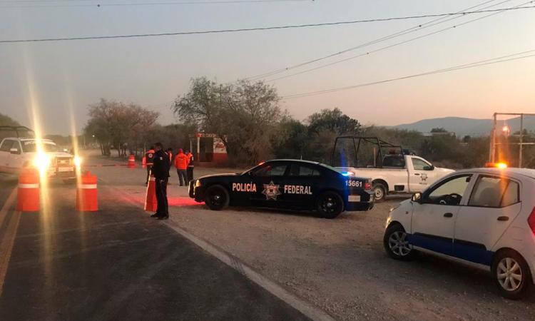 Pipa que transportaba gas LP sufre volcadura en el municipio de Tlacotepec