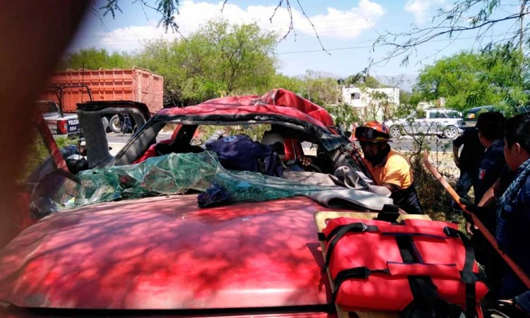 Fallece conductor en fuerte choque en Tlacotepec