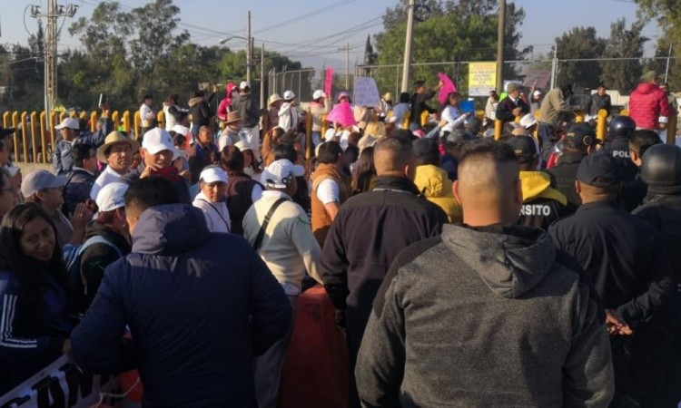 Cierran la México-Puebla por falta de agua en la Alcaldía Tláhuac
