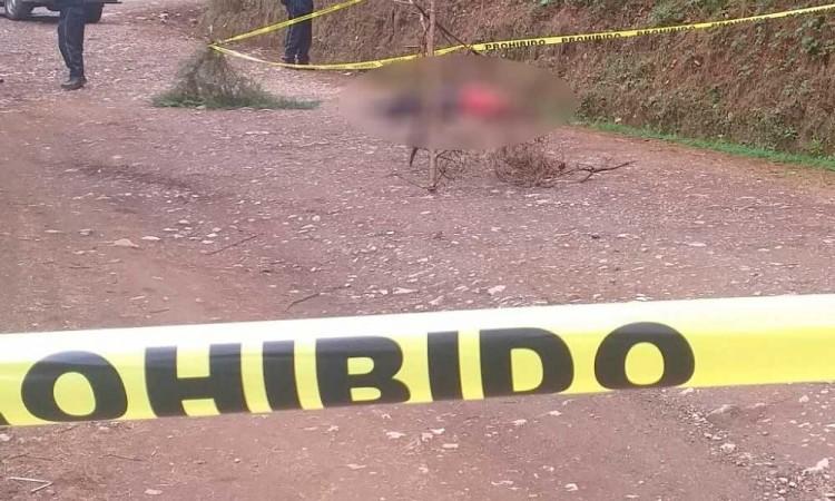 Hallan ejecutado con balazo en la cabeza en Huauchinango