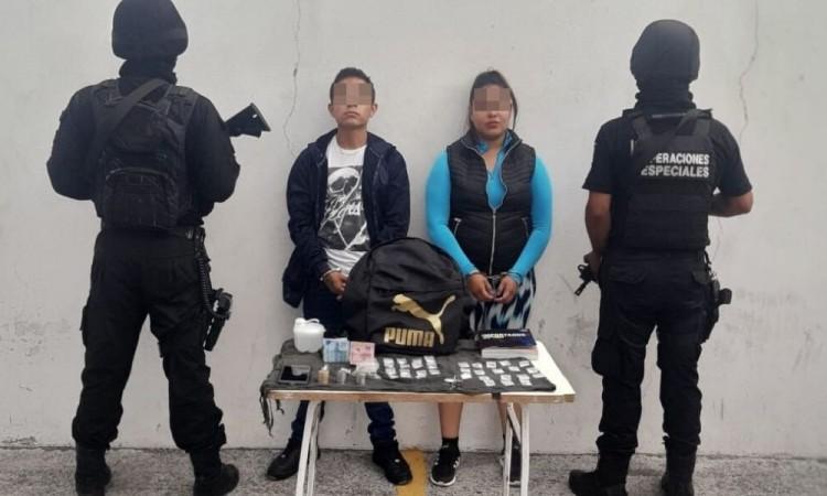 Detienen a dos en Central de Abasto por venta de drogas