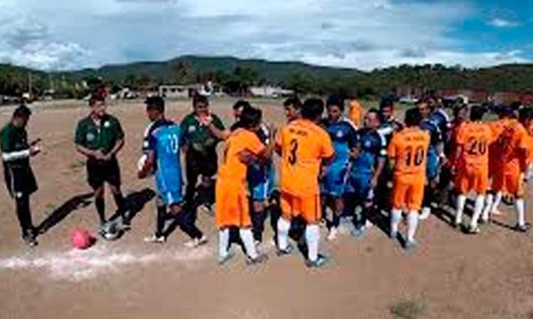 Partido de fútbol deja un muerto en Acatlan de Osorio
