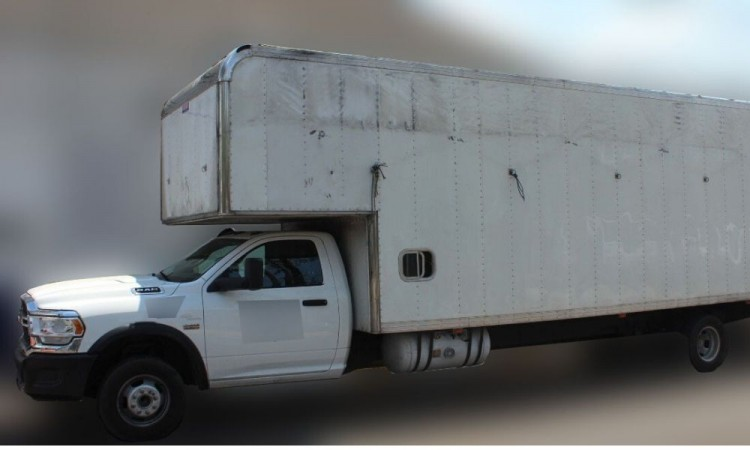 Recuperan vehículo robado en la Zona Industrial La Loma; detienen a un hombre