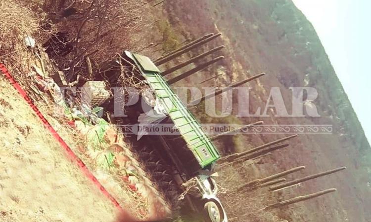 Un muerto y tres heridos deja volcadura en Cuapiaxtla
