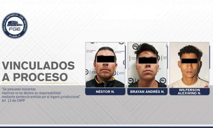 Dan prisión preventiva a tres hombres por robo a FAMSA