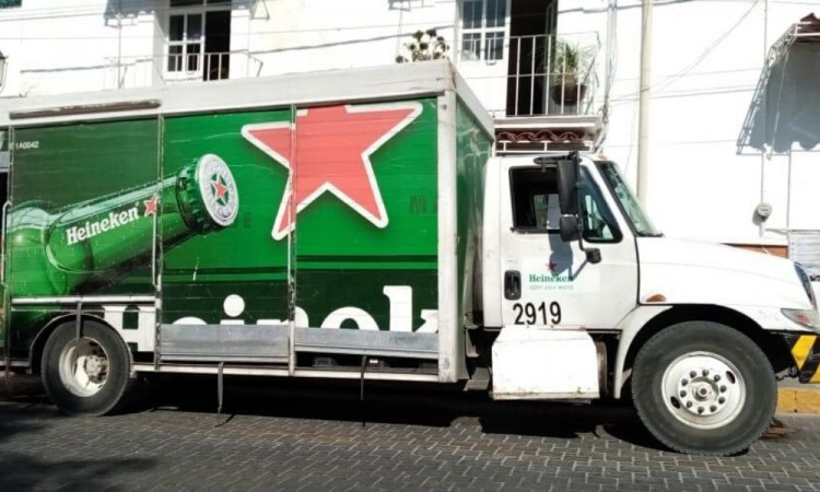 Frustran robo de camión repartidor de Heineken
